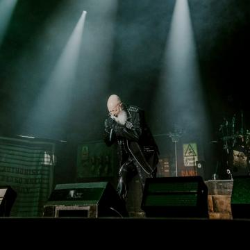 """JUDAS PRIEST PERFORM """"ROCKA ROLLA"""" FOR THE FIRST TIME SINCE 1976 AT BLOODSTOCK 2021; GLENN TIPTON RETURNS FOR """"METAL GODS"""", """"BREAKING THE LAW"""" AND """"LIVING AFTER MIDNIGHT"""" (VIDEO)"""