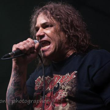 """EXODUS FRONTMAN STEVE """"ZETRO"""" SOUZA CONFIRMS NEW ALBUM WILL BE RELEASED IN NOVEMBER 2021 - """"YOU GUYS WILL NOT BE DISAPPOINTED"""""""
