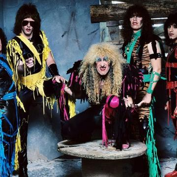 "TWISTED SISTER: ΔΕΙΤΕ ΟΛΟΚΛΗΡΟ TO ""STAY HUNGRY""  LIVE VIDEO TOY 1984"