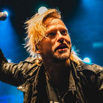 """FORMER H.E.A.T. VOCALIST ERIK GRÖNWALL COVERS SKID ROW CLASSIC """"18 AND LIFE"""""""