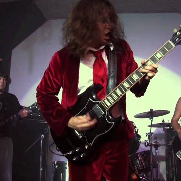 WATCH EXODUS SINGER'S AC/DC TRIBUTE BAND AC/DZ PERFORM IN CONCORD, CALIFORNIA